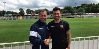 Neil Smith welcomes George Porter to Hayes Lane - Image copyright www.bromleyfc.co.uk